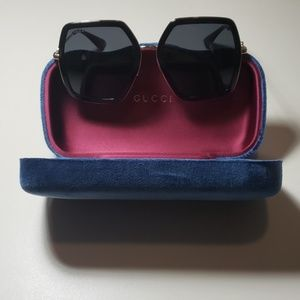 NWT Gucci womens sunglasses GG0106 black